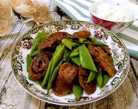 腊肠炒扁豆