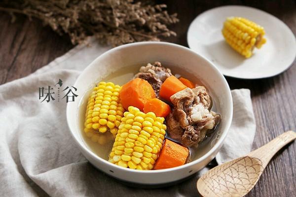 胡萝卜玉米筒骨汤