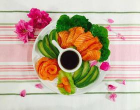 三文鱼牛油果沙拉