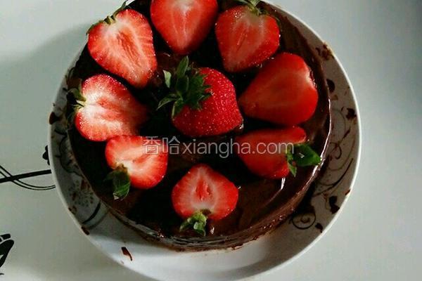 巧克力淋酱草莓蛋糕