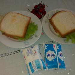 酸奶樱桃三明治