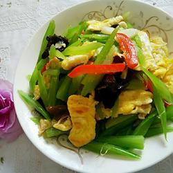芹菜炒鸡蛋的做法[图]