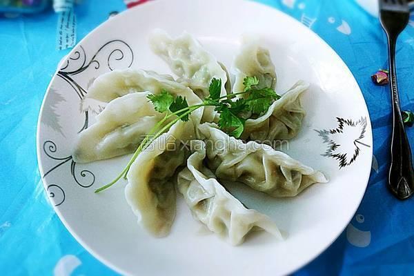 猪肉芹菜水饺