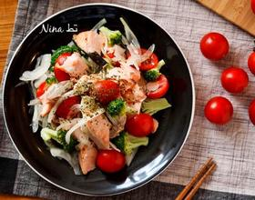 三文鱼蔬菜色拉[图]