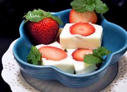 奶香草莓冻