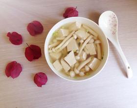 海鲜菇豆腐汤