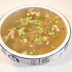杏鲍菇鸡腿汤