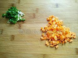 胡萝卜肉末粥的做法图解2