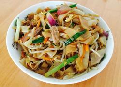 肉丝蔬菜炒粿条