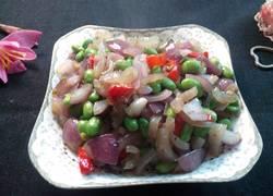 洋葱青豆炒猪皮