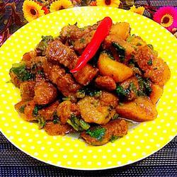 红烧肉炖土豆芹菜末
