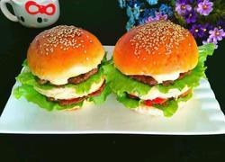 三层牛肉汉堡