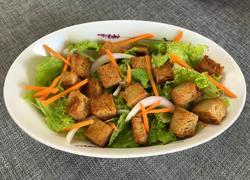 生菜面包沙拉