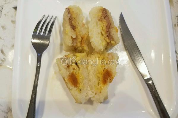 粽子 (猪肉咸蛋绿豆花生干贝虾米)