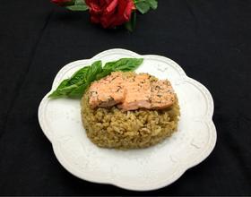 香草鲑鱼炖饭