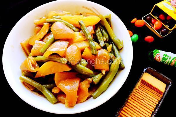 猪肉皮炖豆角、土豆~