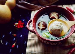 菠菜蘑菇汆丸子汤