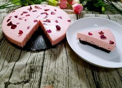 玫瑰花瓣慕斯蛋糕