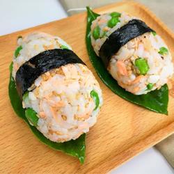 鲑鱼芝麻饭团