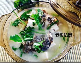炖石斑鱼头豆腐汤
