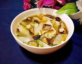 香菇山药瘦肉面片汤