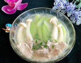 斗鸡菇丝瓜肉片汤