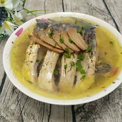 野生鲤鱼炖茶油的做法[图]