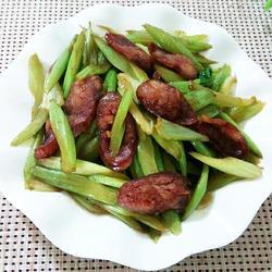腊肠炒芹菜
