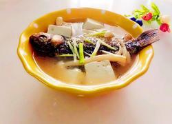鲫鱼豆腐海鲜菇汤