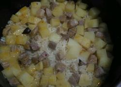 腌肉土豆焖饭