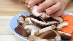 香菇炒肉的做法图解11