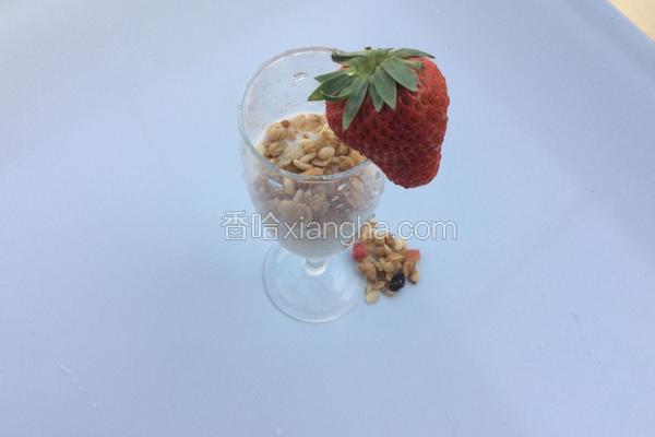 草莓麦片酸奶