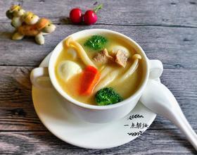 白玉菇鹌鹑蛋肉片蔬菜汤