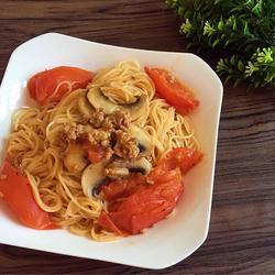 蕃茄蘑菇肉酱意大利面