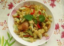 五花肉炒花椰菜