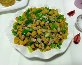 榆钱玉米饼炒肉丁