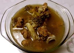 筒骨羊肚菌汤
