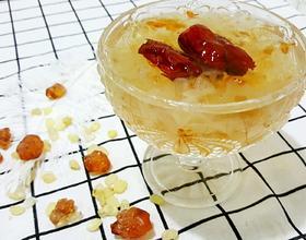 鲜炖桃胶皂角米银耳糖水