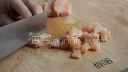 彩椒炒鸡丁的做法图解1