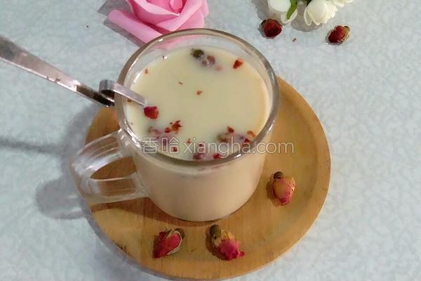 玫瑰花奶茶的做法