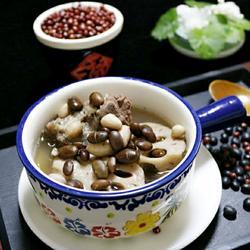 黑豆花生莲藕猪骨汤