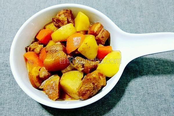 土豆胡萝卜炖五花肉