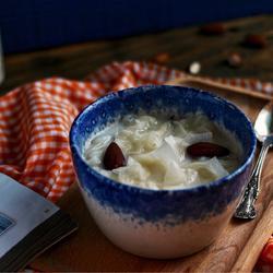 牛奶杏仁炖银耳