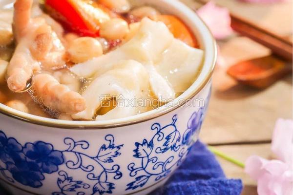 花 生 胡 萝 卜 鸡 脚 花 胶 汤
