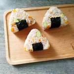 肉松三角饭团