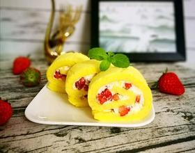 草莓鲜奶卷