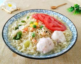 鱼丸裙带菜西红柿方便面