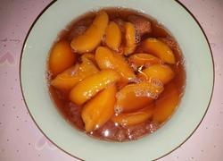 黄桃草莓水果罐头