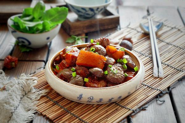 珍珠菇烧五花肉