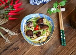 珍珠菇烩芹菜腐竹